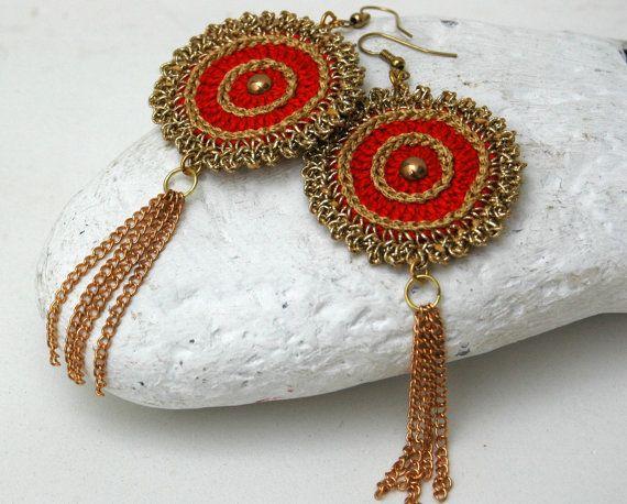 Red golden earrings Crochet earrings Textile by lindapaula  Aretes, zarcillos, pendientes de ganchillo.