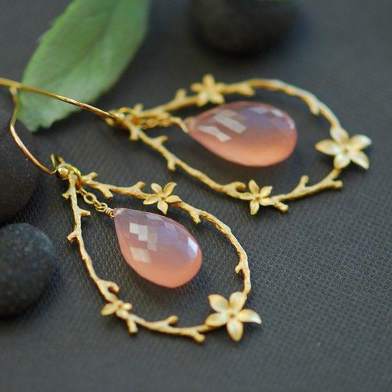 pretty: Jewels Earrings, Quartz Earrings, Jewellery Jewelry, Jewels Ousi, Peaches Jewels, Gold Earrings, Rose Gold Jewelry Asian, Pretty Peaches, Woman Hairstyles