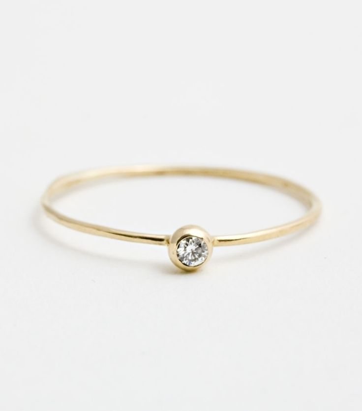 catbird :: Blanca Monros Gomez :: Seed Ring - Yellow Gold, White Diamond