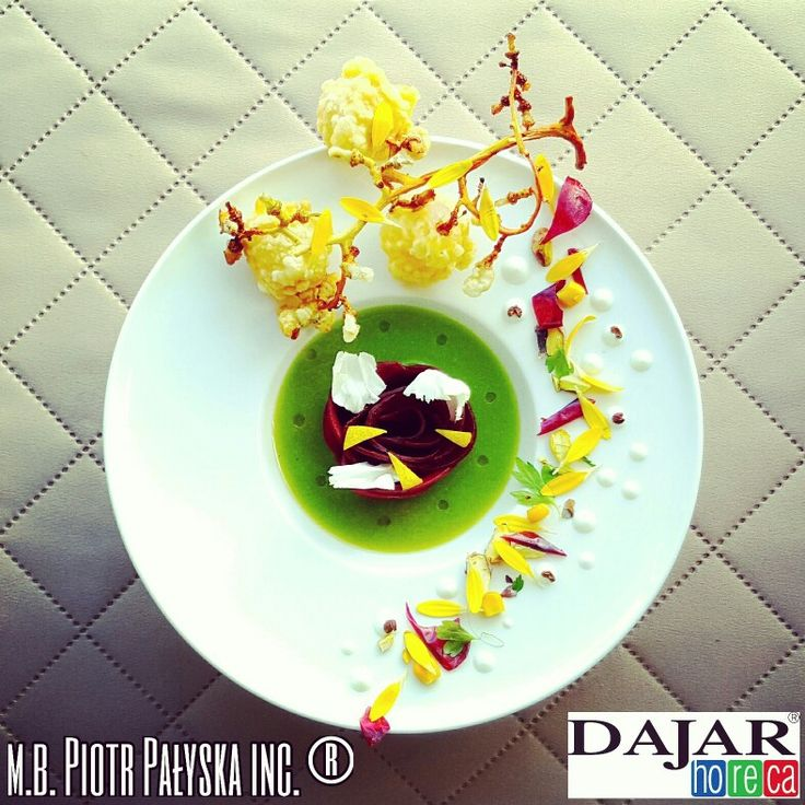 PLATE 7 Coulis Kiwi made by Piotr Piotr Pałyska #plate #abstract #expressionism #gastronomy