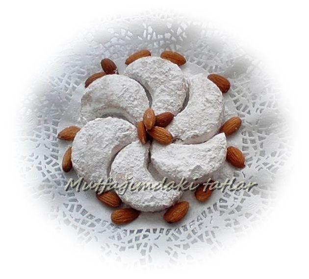 BADEMLİ KAVALA KURABİYESİ  Yunanistan ve Edirne' nin meşhur kurabiyesidir. Unu kavrularak ...