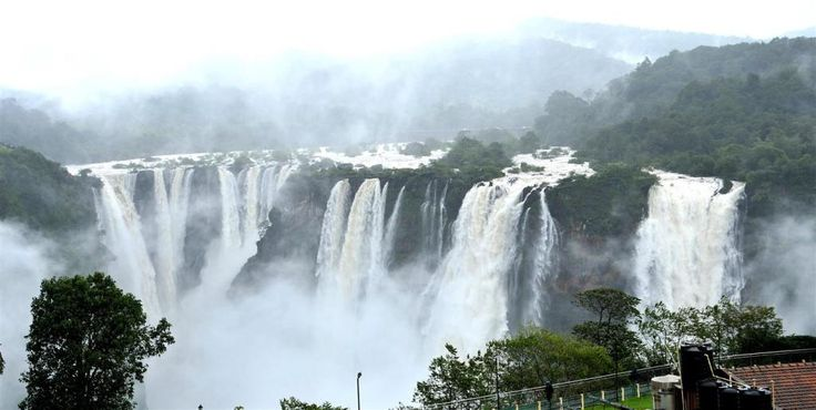 Located on the border of Shimoga and Uttara Kannada districts of Karnataka, Jog waterfalls is the highest waterfall In the state and is regularly mistaken as the highest waterfalls of India. Also known as Gerosappa Falls or the Joga Falls, these falls are one of the most important attractions in all of South India. Second only to the Nohkalikai Falls of Meghalaya, Jog falls drops about a huge 253 m (850 ft. ) in a single fall. However, due to the construction of Linganamakki Dam.