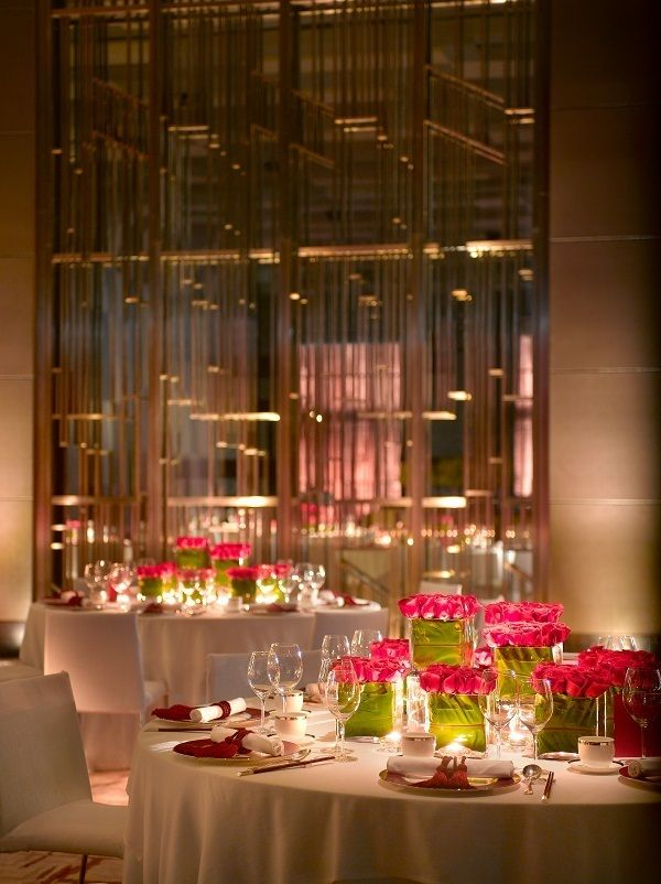 Pink roses used as centerpieces to create an intimate environment at Grand Hyatt Shenzhen.
