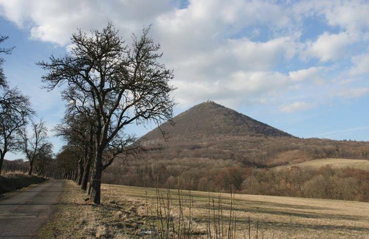 Milešovka - nejvyšší hora Českého středohoří, Česká republika