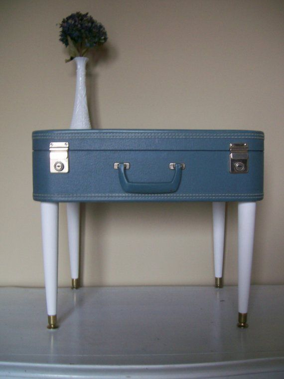 Valise vintage + 4 pieds = un joli chevet !