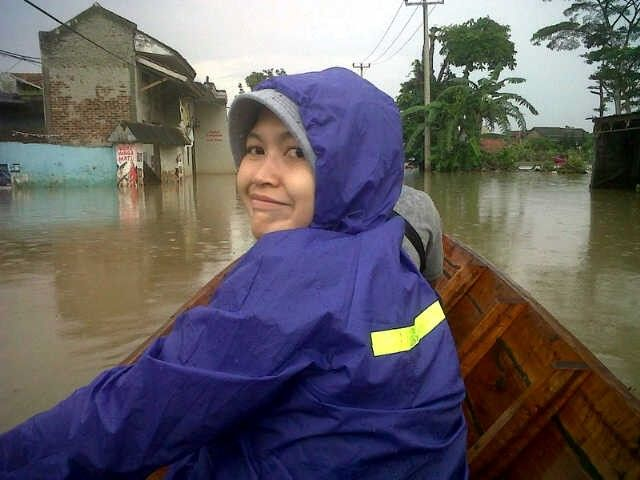 Me on boat.... Wanna see how my grandma out there... She's trapped in bad condition...