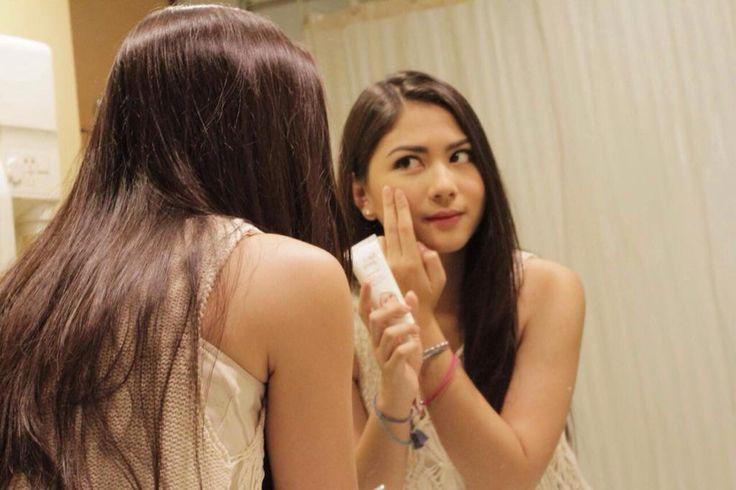 Setiap hari aku selalu meyempatkan utk merawat wajah walaupun aktivitasku padat. Kamu juga ya! :)