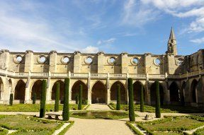 Le cloître de l'abbaye de Royaumont © Pierre Poschadel