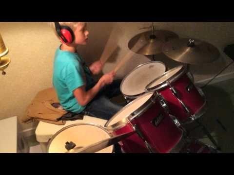 Linus spelar trummor - YouTube