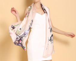Luxusný dámsky hodvábny šál v béžovej farbe