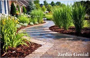 Гулять по саду бесспорно приятней, если вы не просто идете по нему, а петляете, если дорожки вас  увлекают, ведут. Но рано или  поздно путь должен завершиться, а дорожка должна нас куда-нибудь  привести. Как правило, в конце пути ждет или видовая точка или акцент.  Акцент в саду- это как раз та вещь,  которая делает наш сад индивидуальным, выражает нас, как авторов.   #JardinGenial #ландшафтный_дизайн  #Озеленение #Освещение #Полив #Постройки_на_участке