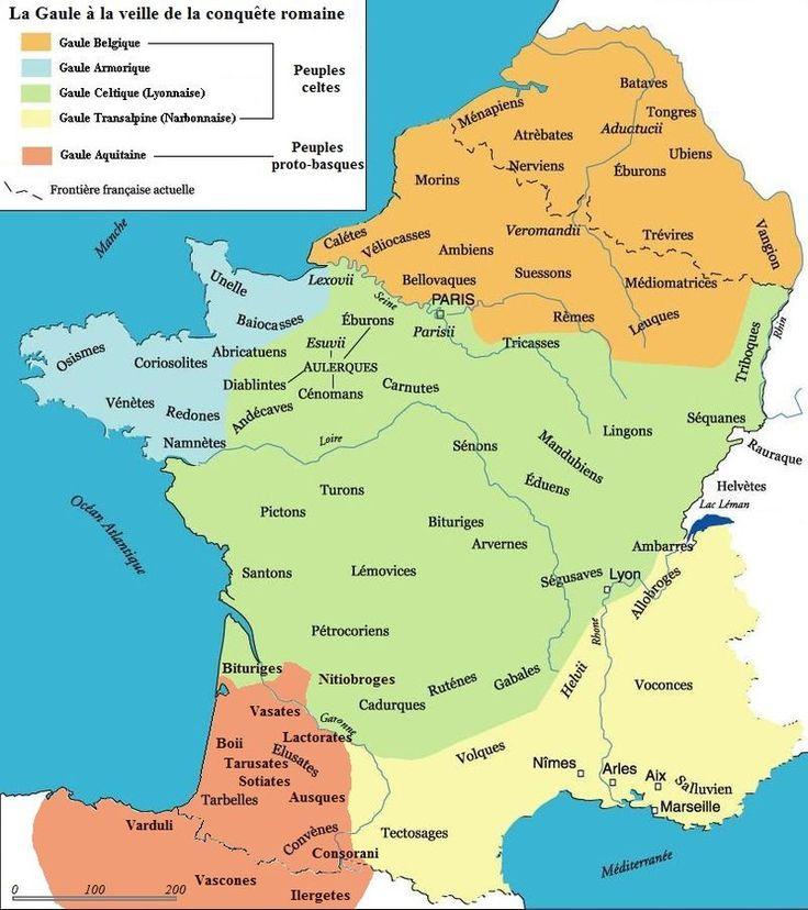 Carte de la Gaule et de ses principales régions selon Jules César avant la conquête complète (58 avant J.-C.): Gaule celtique (en vert et l'Armorique en bleu parfois rattachée aux Belges), Gaule belgique (en orange), Gaule aquitaine (en bourgogne) et Gaule narbonnaise (en jaune).