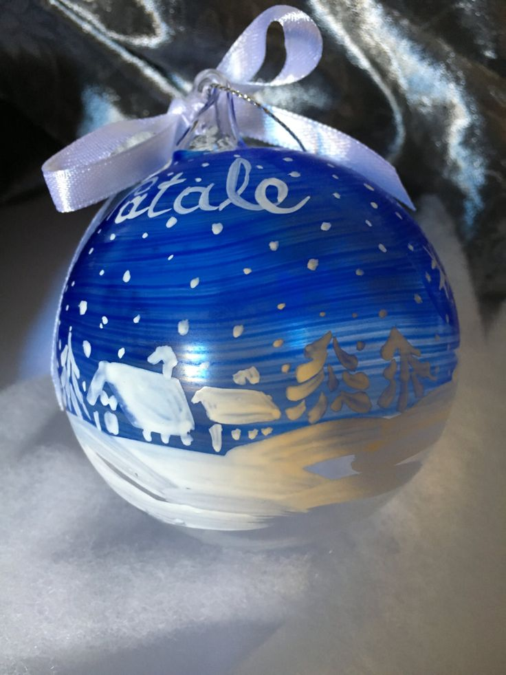 pallina di vetro dipinta a mano con paesaggio neve bianco blu paesaggio invernale decorazione albero di natale regalo di natale auguri feste di soniacrea su Etsy