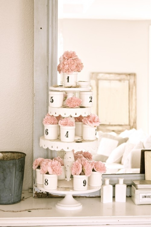 .: Centerpiece, Dreamy Whites, Cakestand, Wedding Ideas, Eclectic Dining Rooms, Shabby Chic, Flower Arrangements, Cake Stands, Table Numbers
