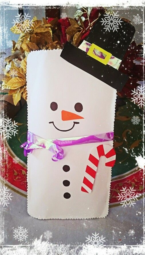 Envolviendo #regalos #snowman ❄⛄ #navidad #christmas #muñecodenieve con #tarjeta #bastón de menta #diy
