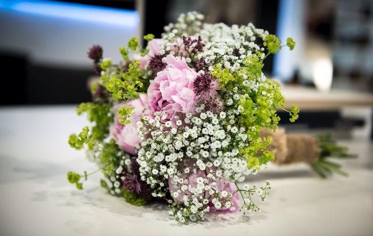 Brautstrauß Vintage Sommerhochzeit Schleierkraut Jute Garten Natur rosa weiß