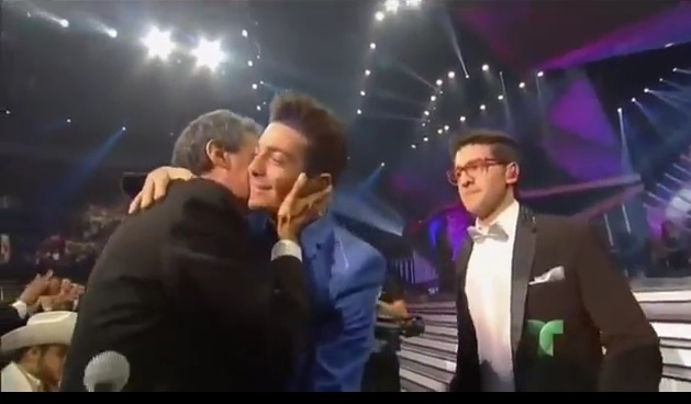 Gianluca respectfully greeting Jose Jose after performing El Triste. Place NO WATERMARK on this photo. IL VOLO ❤
