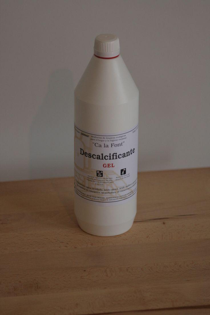 La densidad del producto es ideal para descalcificar de cal el váter o las paredes de la ducha o bañera.  Se puede aplicar con rodillo para extender mejor en las superfícies, al ser muy denso no gotea y se puede aplicar como una pintura.  Después de un reposo de una hora, se remueve mediente agua y un cepillo o estropajo, siempre teniendo en cuenta a que superfície estamos trabajando. 6,33€ ¿Lo quieres? http://goo.gl/Q4u2qF