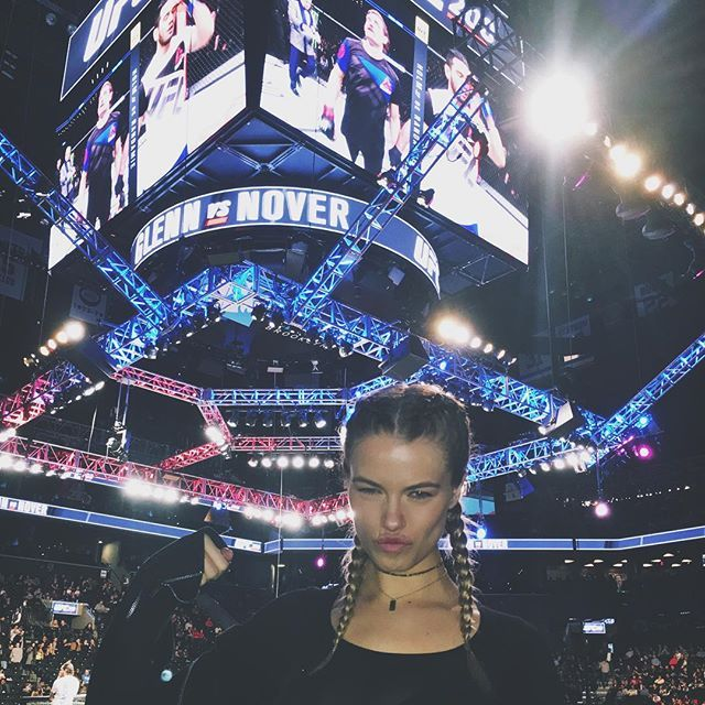 Last night I got to sit ring side at my first ever UFC match!! 💪🏼 thank you for having me @barclayscenter