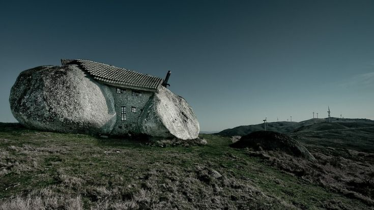 Portugal's Stone House: Feliciano Guimarães
