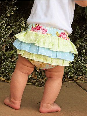 How to Sew Fancy Ruffled Diaper Covers - this looks like something youd like @Karla Pruitt Pruitt TeSlaa Van Baren for your sweet baby girl :)