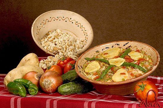 """La sopa perota es una receta tradicional de los trabajadores del campo que se ha convertido en referente gastronómico de Álora (Málaga) / The """"sopa perota"""" (a kind of soup) is a traditional recipe of farm workers that has become a gastronomic reference of Alora (Malaga)"""