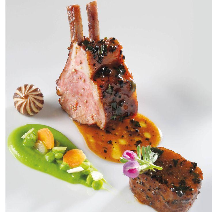 Découvrez la recette Agneau Allaiton d'Aveyron juste rôti, petits pois, jus d'agneau persillé de Christophe Bacquié sur cuisineactuelle.fr.