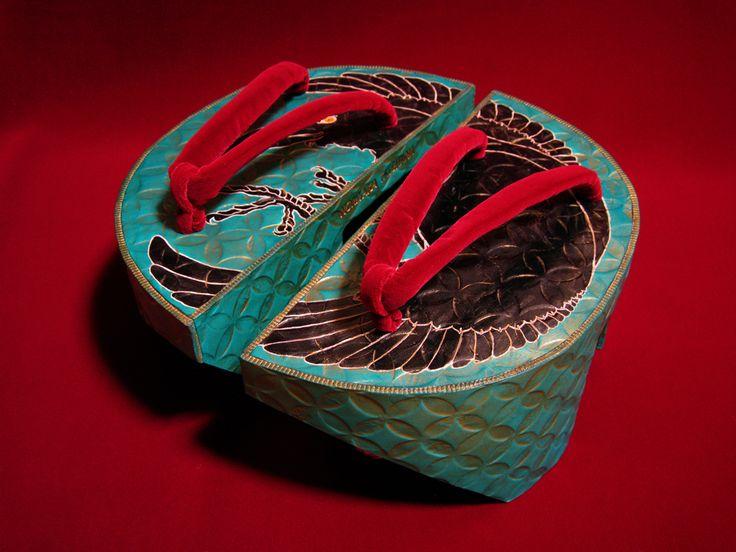 Noritaka Tatehana geta shoes. Upper : YU-ZEN Dyeing on Vegetable Tanned Leather, Strap : Burgundy Velvet, Technique : YU-ZEN Dyeing, Emboss, Painting, Hand Sewing, Size : ∅ 250 × H 110 mm, by Noritaka Tatehana