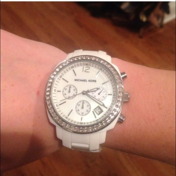 White Michael Kors watch Only worn a Handful of times.......box cushion and pamphlet included Michael Kors Jewelry