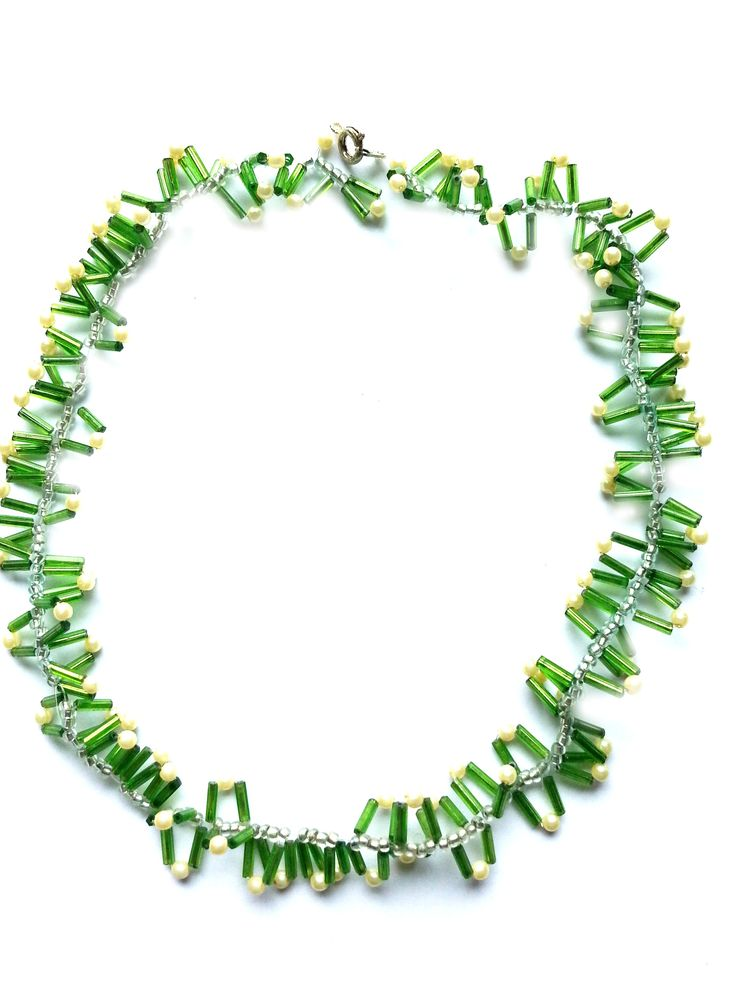 "Halskette aus Rocailles, Stiftperlen, grün,weiß, silber, genäht, ca. 48cm. Verschluss Karabiner  silberfarben, nickelfrei. MSK 1032 .   Unikat ""friedericke-design, Handarbeit"