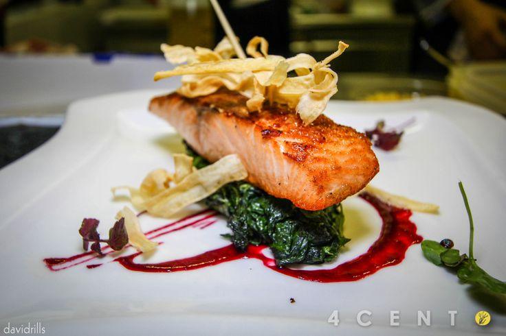 Il menu del Ristorante 4Cento è caratterizzato da un'ottima cena a base di carne e pesce. Tra le gustose portate, anche piatti per celiaci e vegetariani.