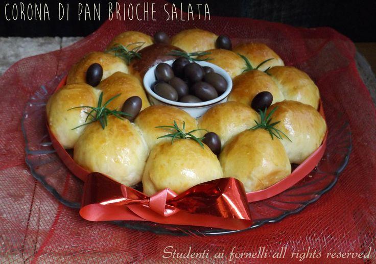 Corona di brioche salata farcita per Natale
