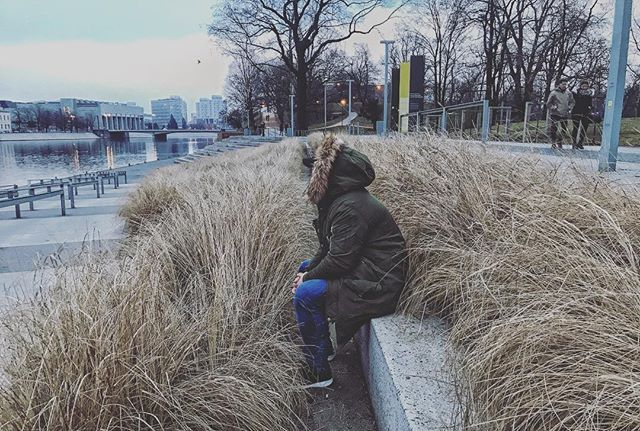 Waiting for the spring || #wroclaw #wrocław #polska #poland #winter #river #spring #odra #instaman #hooded #armani #visitwro #wroclovers