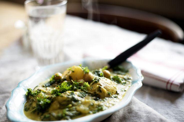Vegansk currygryta med potatis, kikärter och spenat