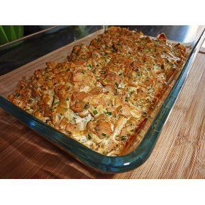 Party - Hackfleischkuchenideal für Silvester Geburtstage o. ä., geht schnell und ist gut vorzubereiten2 kg Hackfleisch2  Paprikaschote(n), rot und grün1 Dose Tomate(n), passierte2  Würstchen (Wiener)1 Dose Mais200 g Käse (z. B. Gouda), gerieben2  Tomate(n)1 Kugel Mozzarella3  Ei(er)50 g Bacon1  Brötchen, altbacken2 EL Senf, mittelscharfer2 EL, gestr. Gewürzmischung (Hackfleischgewürz)  Salz und Pfeffer  Oregano  Basilikum1 große Zwiebel(n) evtl. Knoblauch  Fett für das…