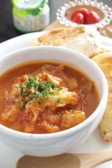 とろとろキャベツとチキンのトマトスープ