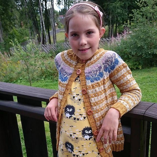 Ravelry: Damejakken Stril med stil pattern by Pinneguri