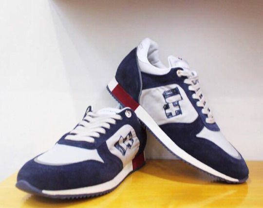 'Cosimo' suede sneakers in navy/white by D'acquasparta.  Available at: incrocio.gr/en/sneakers/dacquasparta-sneakers-1-1.html    #shoes #sneakers