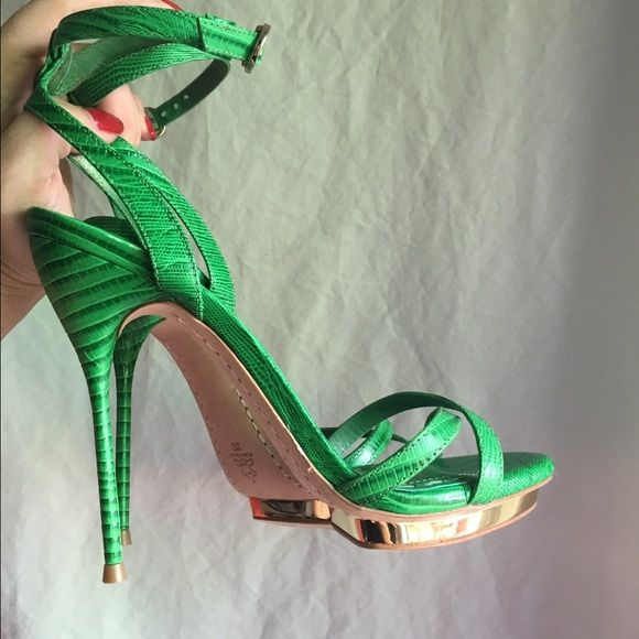 Alice & Olivia 8.5 Green Strappy High Heels Paola Lizard embossed Alice + Olivia high heels. Gold platform and hardware. Size 39, fits like 8 or 8.5. Perfect condition with only light wear on leather sole. Gorgeous!! Fast shipping! Alice + Olivia Shoes Heels