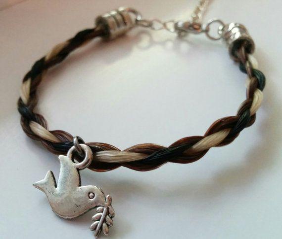 Bracelet en crin de cheval avec breloque oiseau par ShinyCharlie
