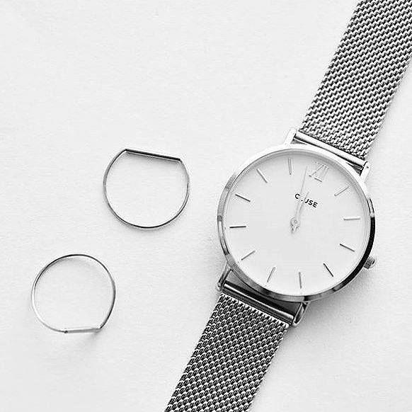 Armbanduhr aus ultradünnem Gehäuse mit Band aus Edelstahlgewebe. Hier entdecken und shoppen: http://sturbock.me/C1E