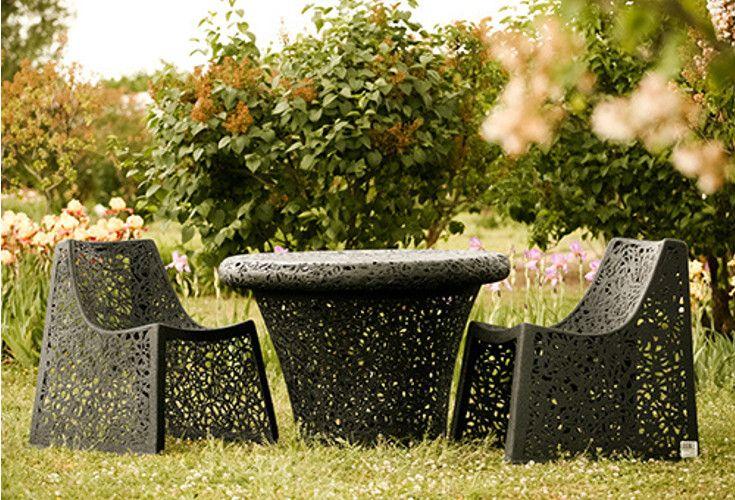 Ekologiczne meble z lawy wulkanicznej. Niepowtarzalny design krzeseł Basicoraz właściwości sprawiają, że wpasują się idealnie w każde wnętrze czy ogród.