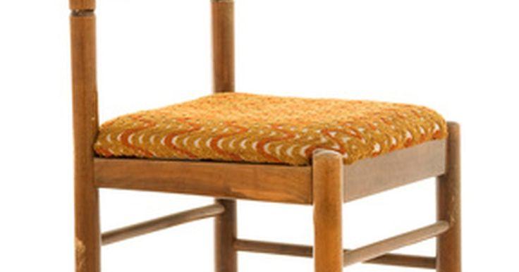 Como substituir um assento de couro em uma cadeira de madeira antiga . Recuperar o assento de uma cadeira antiga é muito mais fácil do que parece. Com apenas algumas ferramentas básicas, até mesmo materiais que parecem difíceis de substituir podem ser trocados com facilidade. Compreender como a maioria das cadeiras de madeira pode ser desmontada torna esse projeto menos assustador. O uso de materiais orgânicos, como ...