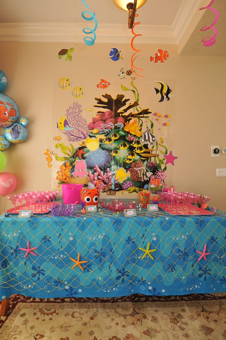 Finding nemo baby shower table decorations disney for Baby shower decoration ideas pinterest