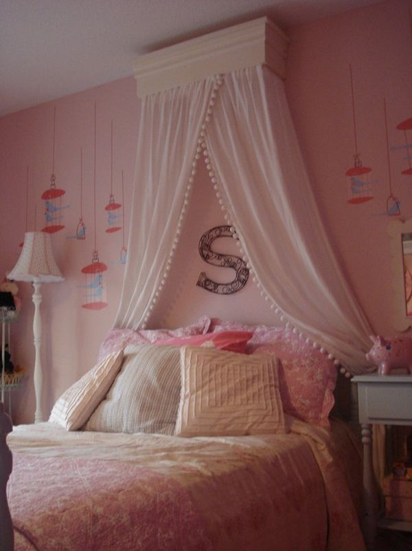 15 Enchanting Canopy Beds Inspired by Traditional Designs : Wonderful Pink Canopy Bed For Girl