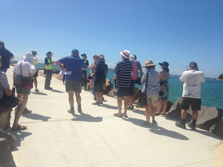 Lake Macquarie City Council and the Pelican Area Sustainable Neighbourhood Group held a bus tour on the morning of the February King Tide to see what sea level rise could look like, and to visualise future impacts so we can start preparing for the future.