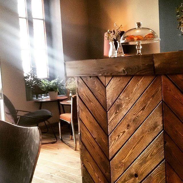 Gracias @simeleta por compartir esta maravilla de foto  The art of wood at this cozy cafe..El arte de la madera en este acogedor café @barn6 #design #wood #madera #decor #interiordesign #industrialdesign #decoration #interiorismo #furniture #mueble #ruzafagente  #ruzafa #valencia #travel #cozy #acogedor #art #creative #instyle #inspiration #vsco #ad_spain #simeleta  Síguenos y compartimos nuestro barrio con el hashtag:  #ruzafagente