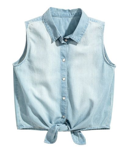 Light denim blue. Sleeveless shirt in lightweight, washed denim with pearlescent snap fasteners at front and a tie at hem.