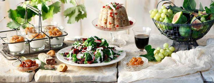 Ξερά Σύκα & Γλυκά Σταφύλια! Τα σύκα και τα σταφύλια του καλοκαιριού γίνονται γλυκό κουταλιού ή αποξηραίνονται, για να απολαμβάνουμε τη γλύκα τους όλο το χειμώνα.  Ανακαλύψτε προϊόντα και συνταγές, στο διαδραστικό τραπέζι της Yoleni's! www.yolenis.com