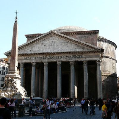Кому был посвящен Пантеон в Риме? всем богам.